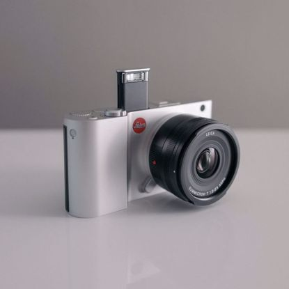 תמונה של Leica T Mirrorless Digital Camera