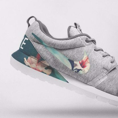 תמונה של Nike Floral Roshe Customized Running Shoes